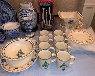 "Pfaltzgraff ""Nordic Christmas"" dish set - service for 8"