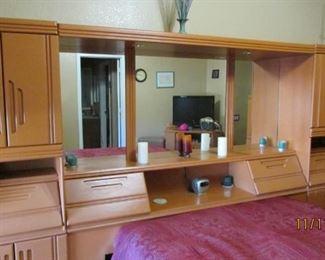 Queen pier bedroom set