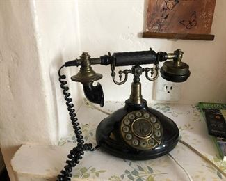 Vintage Telephone - Works Good!