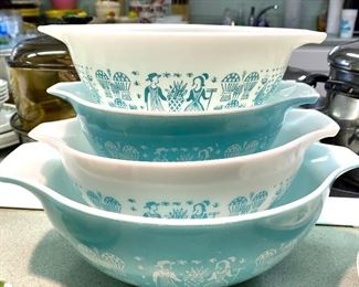 Pyrex  Amish Butterprint turquoise Cinderella nesting mixing bowl set