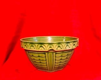 Antique scalloped Green yellow ware  pottery bowl 103/USA.   1920-1930's
