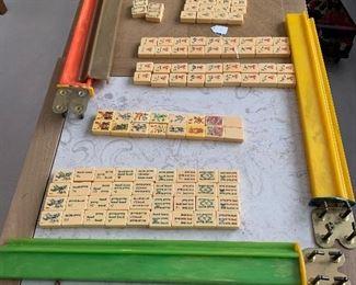 Bakelite Chinese game 150 tiles five Bakelite holders and one case