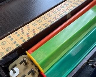 Antique Bakelite Mahjong game 151 tiles with 5 racks