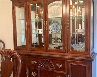 American Drew lighted hutch w/matching dinning table