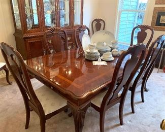 American Drew dining room table with eight chairs and two leaves, both ends have a drawer to pull out for silverware storage