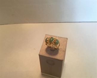 Ring 14kt gold ring with three jades. Size 9 3/4