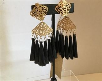 Chandelier earrings black and gold