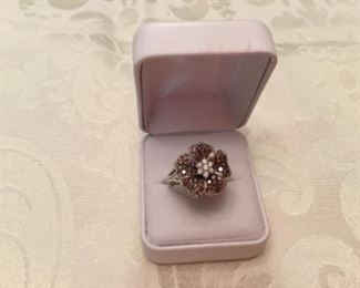 14kt white gold flower ring with champagne diamonds & white. Sz 8