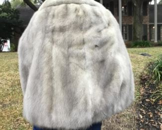 Silver mink back of cape sz 8-10