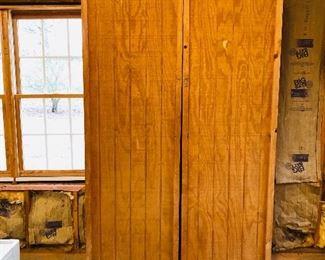 Wood storage cabinet, JET Air Filtration System