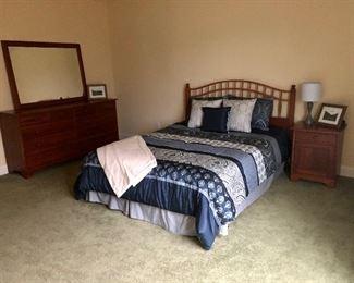 Oueen bedroom set