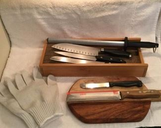 Knives and More https://ctbids.com/#!/description/share/306900