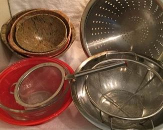 Assorted Stainless Bowls and Strainers https://ctbids.com/#!/description/share/306901