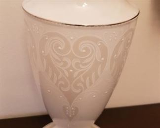 "Lenox Vase ""Wedding Promises Collection"" Opal Innocence"