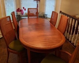 Vintage Thomasville Dining Room Table and Six Chairs