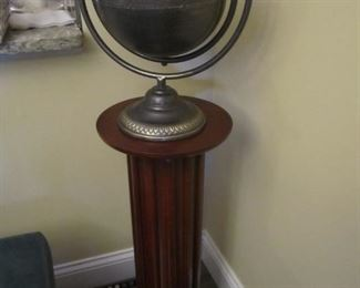DECOR GLOBE AND PEDESTAL