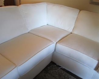 WHITE SECTIONAL IN GREAT CONDITION
