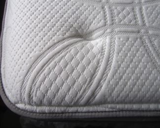 LIKE NEW SLEEP NUMBER BED QUEEN SIZE
