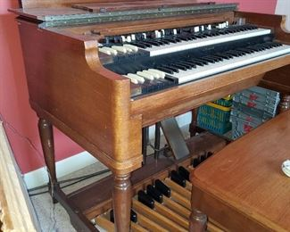 Hammond Organ with bench and large speaker
