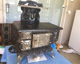 Excellent condition - Dolly's Favorite child's cast iron stove