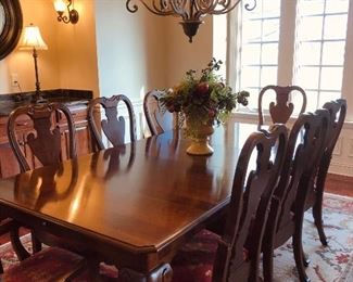 Gorgeous Pennsylvania House dining set with matching buffet. 8 chairs, 2 leaves and pads