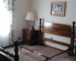 Queen bed part of 5 piece bedroom suite
