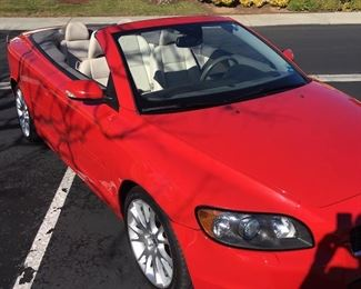 2006 Volvo T5 Convertible. Only 28,685 Miles! Email info@whiteorchidestatesales.com for more info or to make an offer.