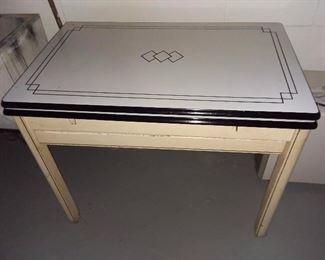 Near Mint Tin Top Extendable Kitchen Table
