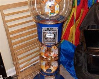Scooby Doo plastic spiral floor gumball machine