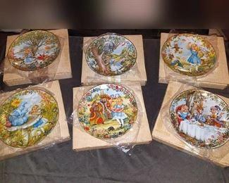 Alice in Wonderland Viletta collector plates