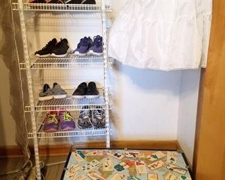 Women's shoes. (mostly size 8)