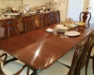Thomasville Dining Room Table  seating for 12