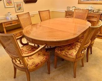 Henredon pedestal table and chairs