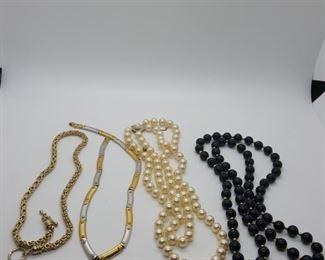 costume necklace lot https://ctbids.com/#!/description/share/314046