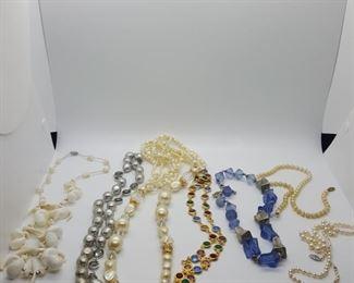 large lot of necklaces https://ctbids.com/#!/description/share/314053