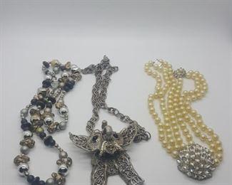 miscellaneous costume jewelry https://ctbids.com/#!/description/share/314058