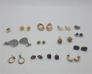 Earrings lot https://ctbids.com/#!/description/share/314062
