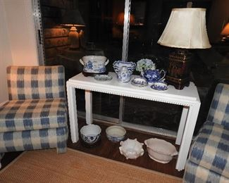 White table is NFS(Not For Sale), we use it for display.
