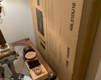 Brand new flatscreen still in box And broyhill side table