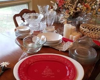 White Sur-La-Table platter, made in Italy, red Bordallo Pinheiro Christmas tree platter, made in Portugal