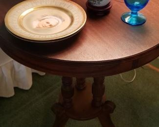 Round Parlor Table
