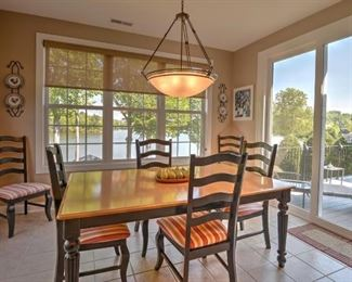 Bassett kitchen/dining room table and chairs