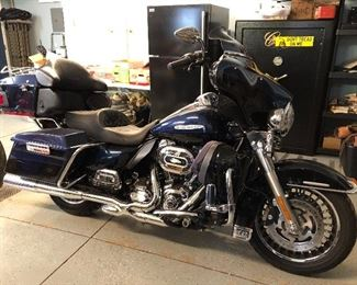 2013 Harley Davidson Ultra Classic Touring w/ lots of add ons- 17,240 miles