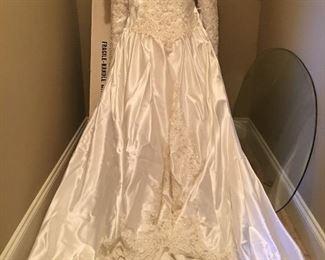 Beautiful like new Wedding Gown Size 10