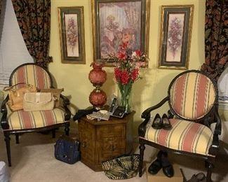 Like new beautiful side chairs