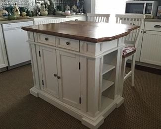 Beautiful drop leaf Kitchen Island with matching Chairs