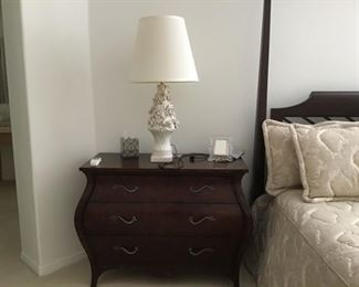Ethan Allen Bomba front Nightstand with porcelain flowers floral lamp,