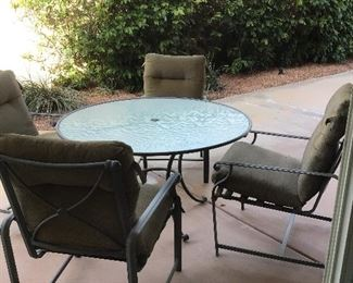 Patio set with round table, 4 chair including pads