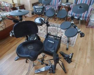 Roland Electronic Drum Set    NICE !