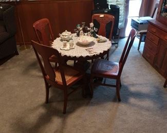 Small Dining Table w/chairs